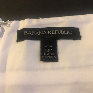 Banana Republic Skirts - Banana Republic, B/W floral abstract pencil skirt